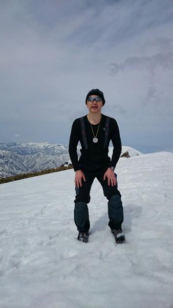 一の倉岳頂上(避難小屋も道標も雪の下).jpeg