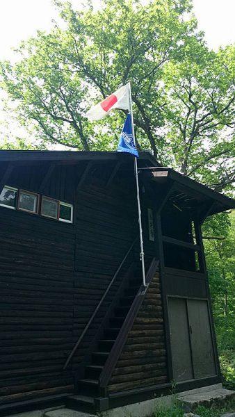 国旗と校旗を掲揚してお出迎え